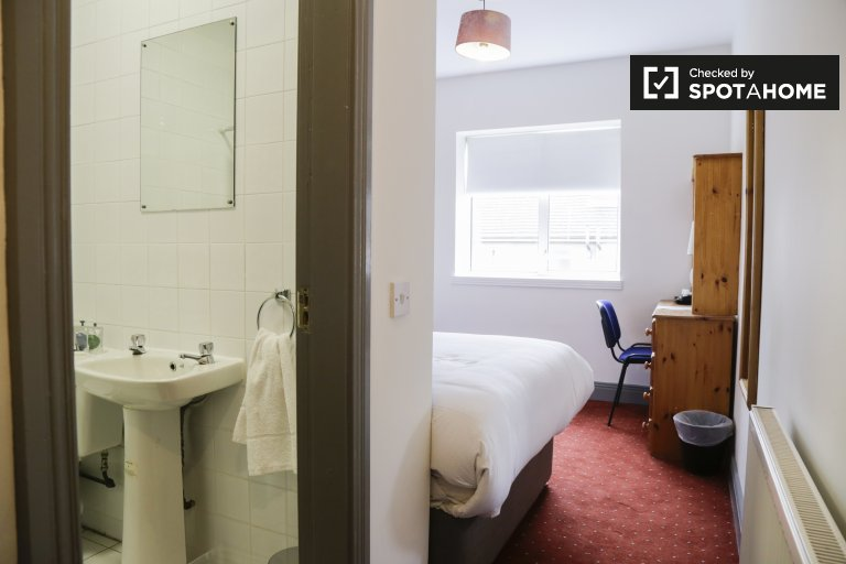 Zimmer in einem Wohnheim mit 16 Schlafzimmern in Stoneybatter, Dublin