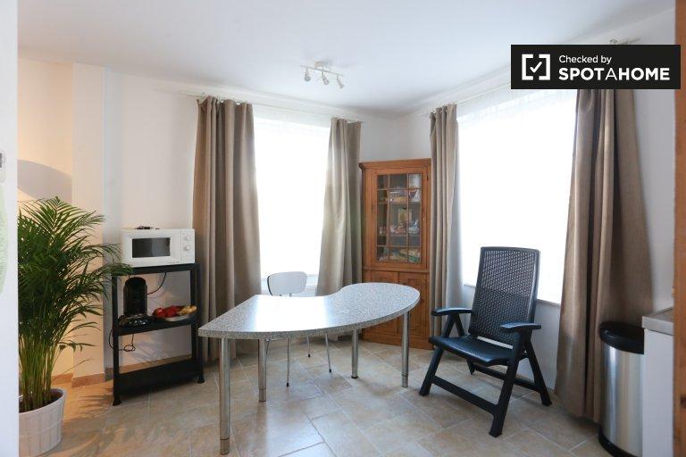 Nice studio apartment for rent in Sint-Pieters-Leeuw