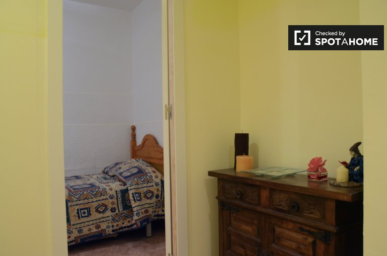 Bedroom in 2-bedroom apartment for rent in l'Hospitalet