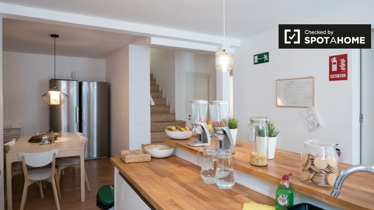 Stanza in affitto in grande residence condiviso a Chamartín, Madrid