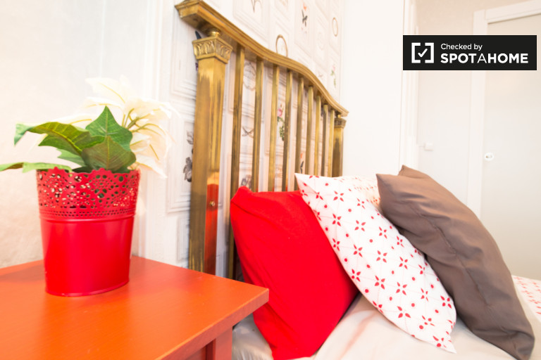 Bright room in 4-bedroom apartment in Indautxu, Bilbao