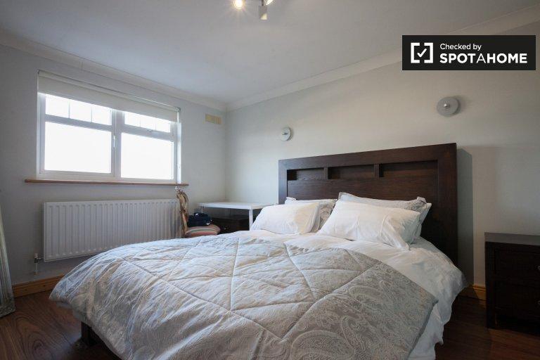 Privatzimmer zur Miete in Loughlinstown, Dublin mit 4 Schlafzimmern