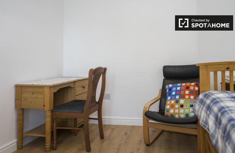 Przytulny pokój w domu z 5 sypialniami w Greenwich w Londynie