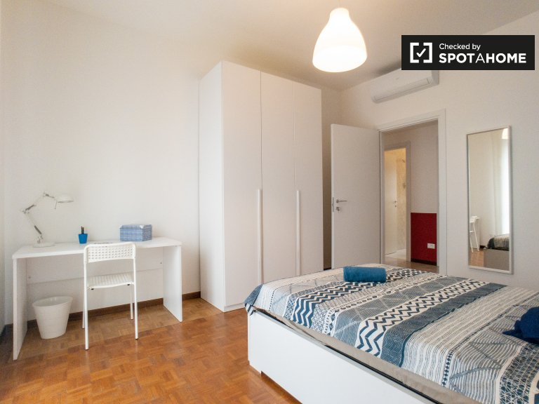 Room for rent in 3-bedroom apartment in Precotto, Milan