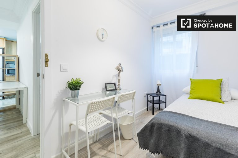 Single room for rent, 5-bedroom apartment, L'Olivereta