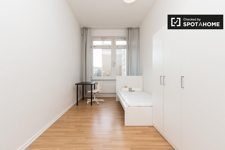 Słoneczny pokój do wynajęcia, 4-pokojowe mieszkanie, Charlottenburg