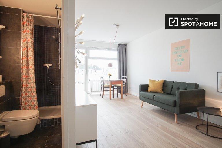 Stunning studio apartment with balcony for rent in Schöneberg, near S-bahn