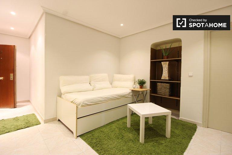 2-pokojowe mieszkanie do wynajęcia w Pacífico w Madrycie