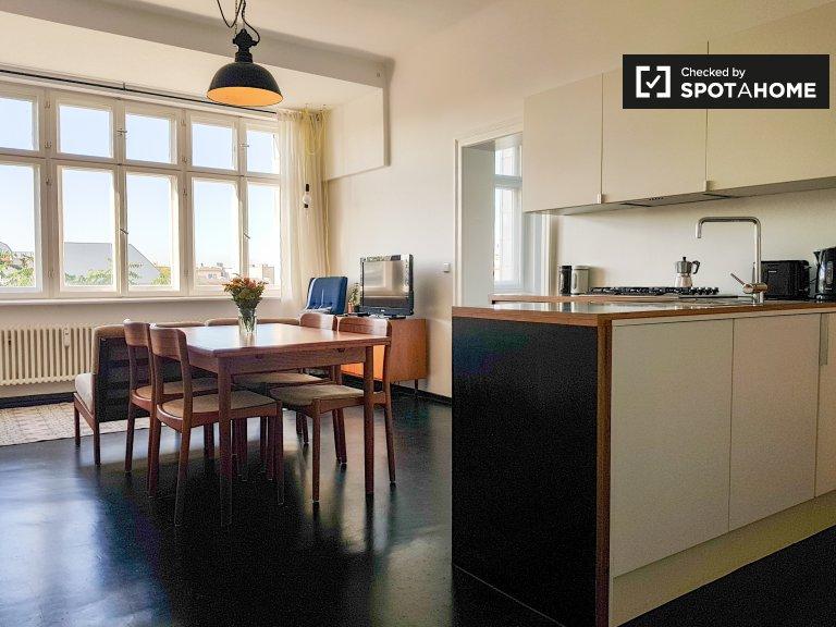 Friedrichshain'de kiralık 2 yatak odalı güneşli daire
