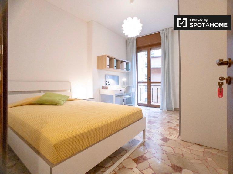 Stanza in affitto in luminoso appartamento con 2 camere da letto nel vivace Lambr
