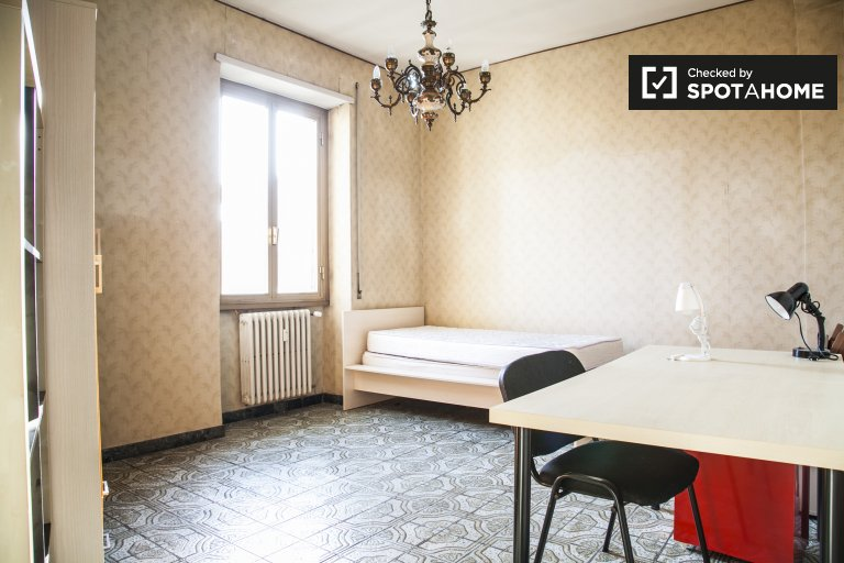 Large room in 3-bedroom apartment in Ostiense, Rome