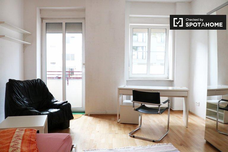 Chambre de charme à louer dans un appartement de 4 chambres à Tempelhof