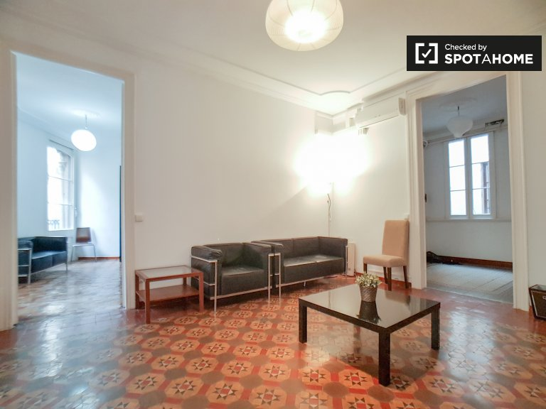 Amplio apartamento de 4 dormitorios en alquiler en El Raval, Barcelona