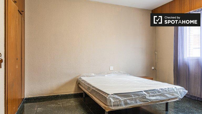 Pokój do wynajęcia w 10-pokojowym mieszkaniu w El Pla del Real
