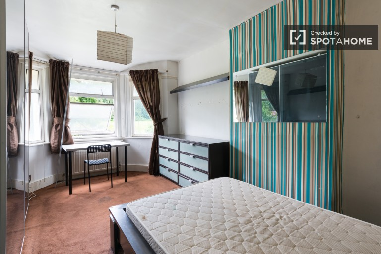 Bedroom 3 with double bed.