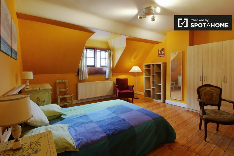 Chambre à louer dans un appartement de 4 chambres dans le quartier européen