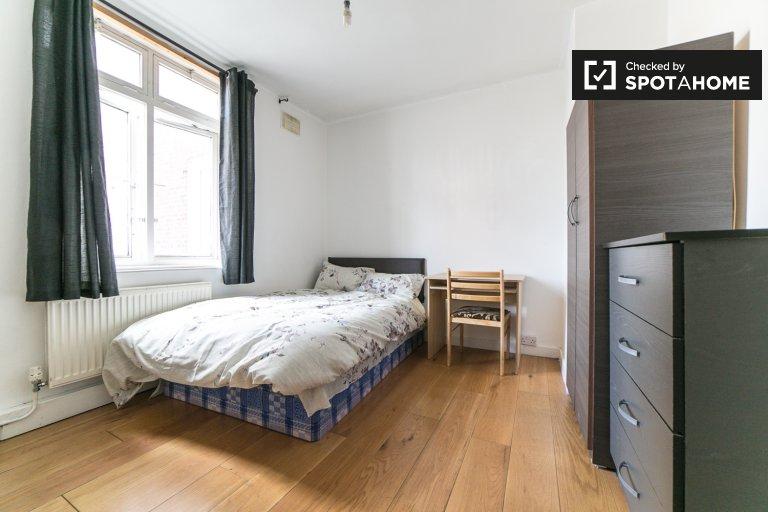 Pokój jednoosobowy w mieszkaniu z 4 sypialniami w Hackney w Londynie
