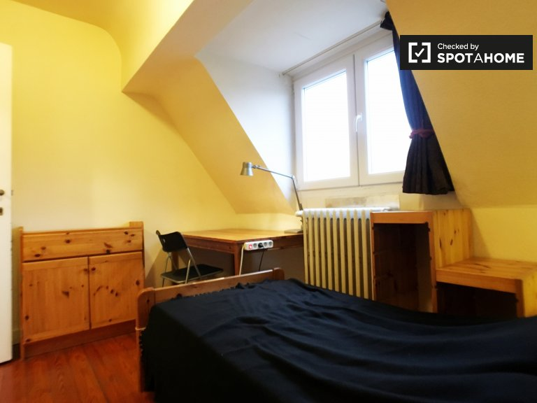 Rooms for rent in 5-bedroom house in Schaerbeek, Brussels