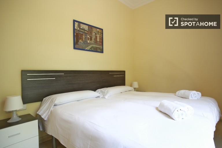 Fantastic Three Room Flat near the Verdaguer Station, Utilities Included
