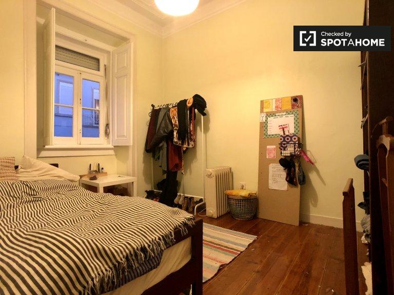Arroios, Lizbon'da 3 yatak odalı dairede kiralık oda