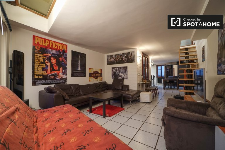 Cozy 2-bedroom apartment for rent near metro station in Paris 4, 10 minutes from Notre Dame
