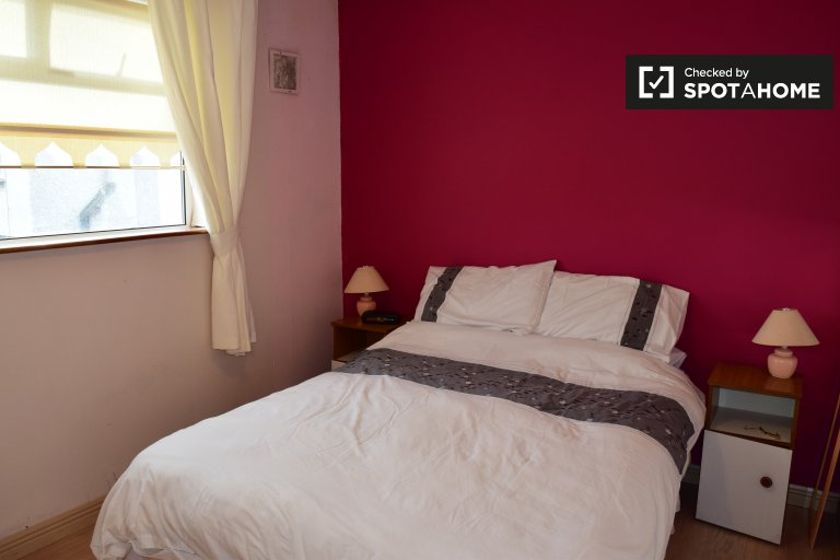 Furnished room in 3-bedroom house in Tallagh, Dublin