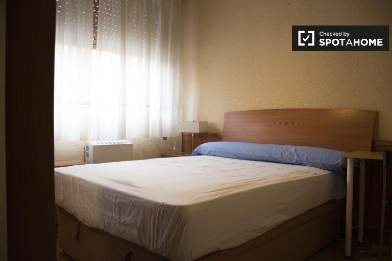 Habitación doble en apartamento de 3 dormitorios en Lavapiés, Madrid