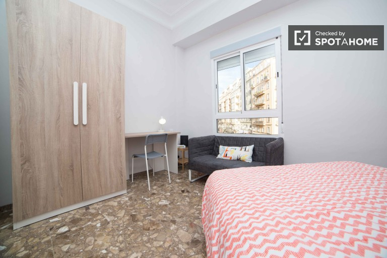 Double Bed in Rooms for rent in newly renovated 5-bedroom apartment in trendy Ruzafa