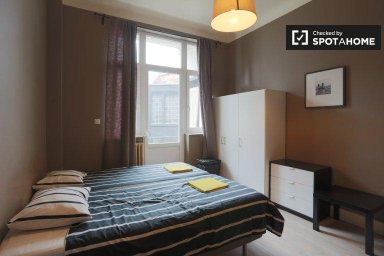 Chambre dans un appartement de 5 chambres à Anderlecht, Bruxelles
