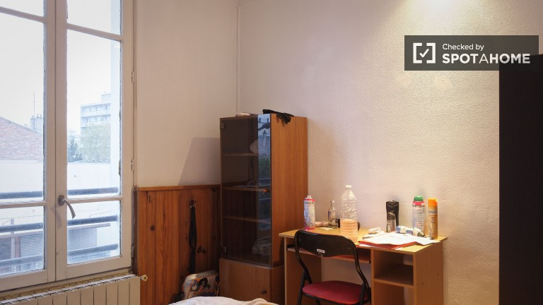 Double Bed in Cosy rooms for rent in 3-bedroom apartment in Asnières-sur-Seine