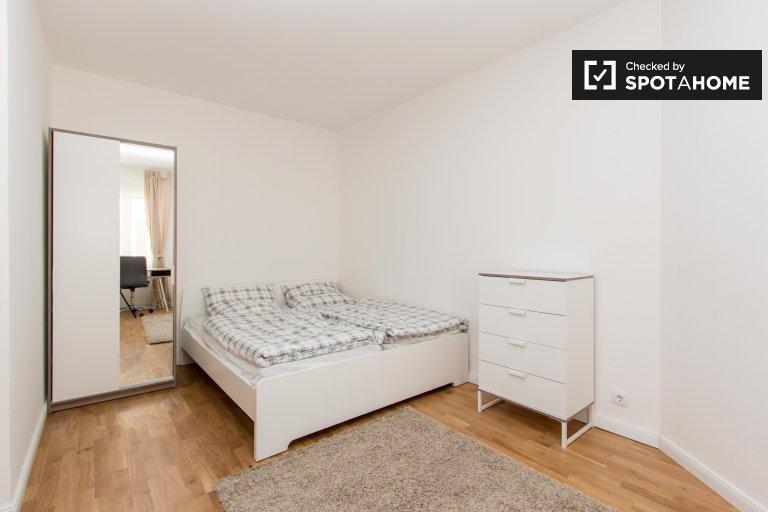 Pokój do wynajęcia w mieszkaniu z 4 sypialniami w Spandau