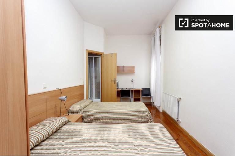 Habitación íntima en apartamento de 12 habitaciones en Atocha, Madrid