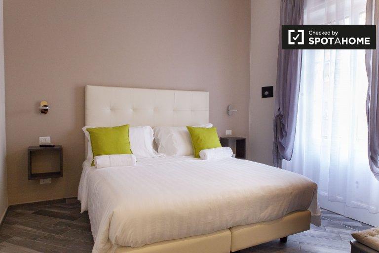 Trieste / Nomentano'da 4 yatak odalı dairede kiralık oda