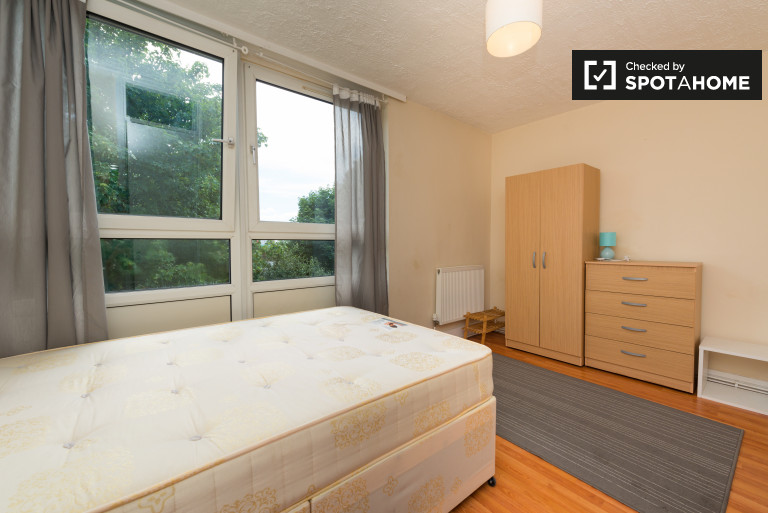 Double Bed in Furnished rooms to rent in 4-bedroom apartment in Camden, Travelcard Zone 2