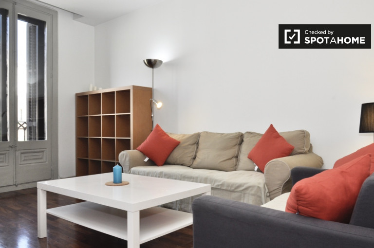 Beautiful 1-bedroom apartment with balcony for rent in Eixample Derecha