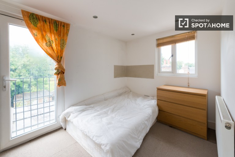 Bedroom 7 with a double bed