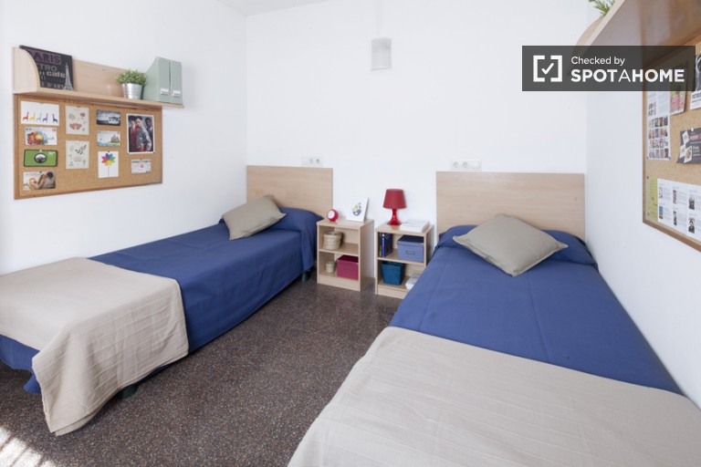 Twin Beds in Modern and centrally located Residence Hall in Ciutadella