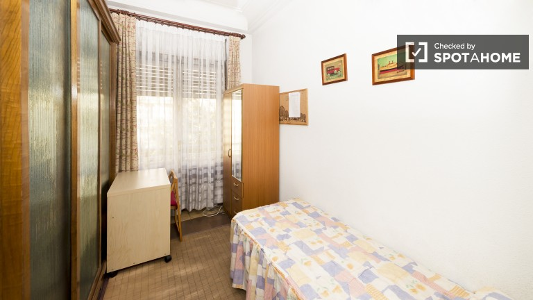 Helles Zimmer in einer 5-Zimmer-Wohnung in Salamanca, Madrid