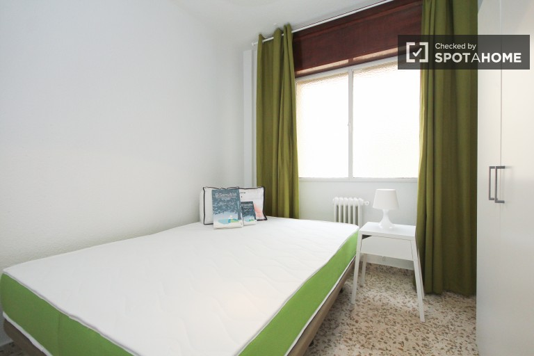 Double Bed in Rooms for rent in 5-bedroom apartment near University of Granada in Ronda area