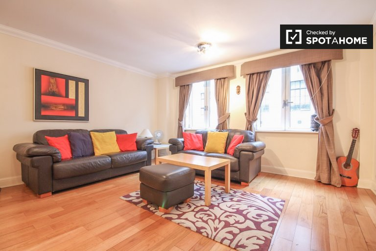Handsome 2-bedroom apartment in central London