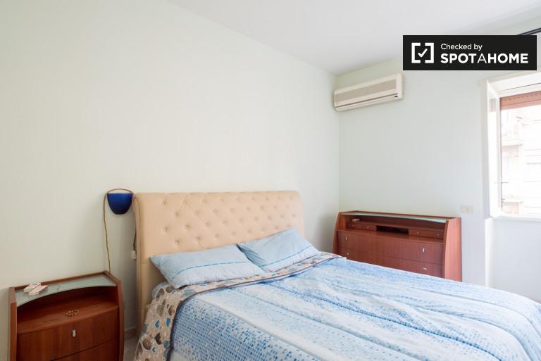 Chambre centrale avec AC dans l'appartement à Garbatella, Rome