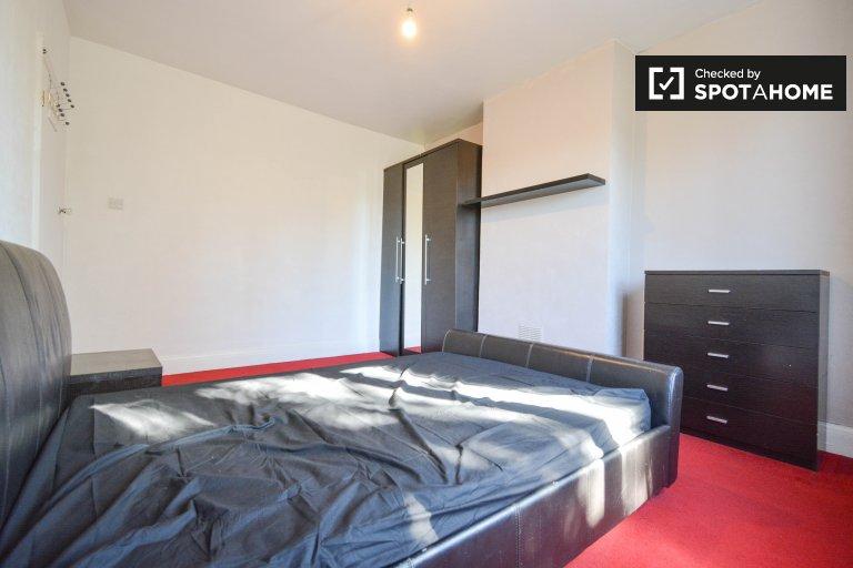 Quarto acolhedor para alugar, apartamento de 5 quartos, Redbridge, Londres