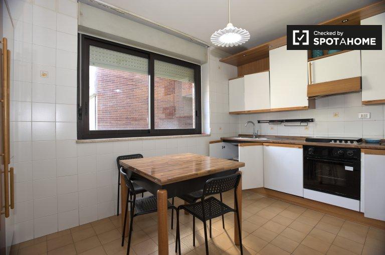 Appartement calme de 2 chambres à louer à Ardeatino, Rome