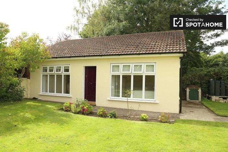 Charming 2-bedroom bungalow to rent in Castleknock, near Phoenix Park