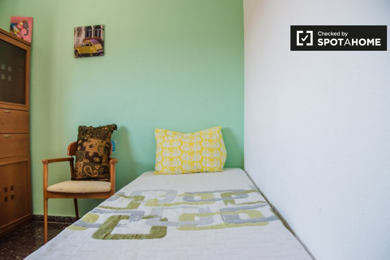 Przytulny pokój do wynajęcia w mieszkaniu z 3 sypialniami, Beteró, Valencia