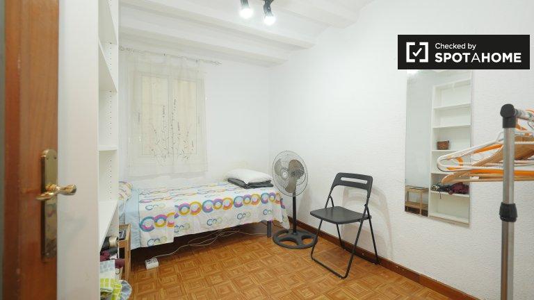 Habitaciones en piso de 5 dormitorios en El Raval, Barcelona