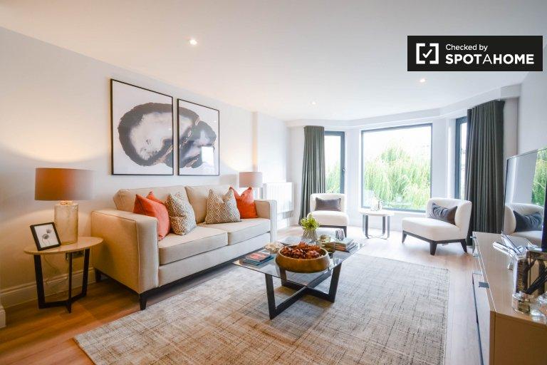 2-bedroom flat to rent in Kensington, London
