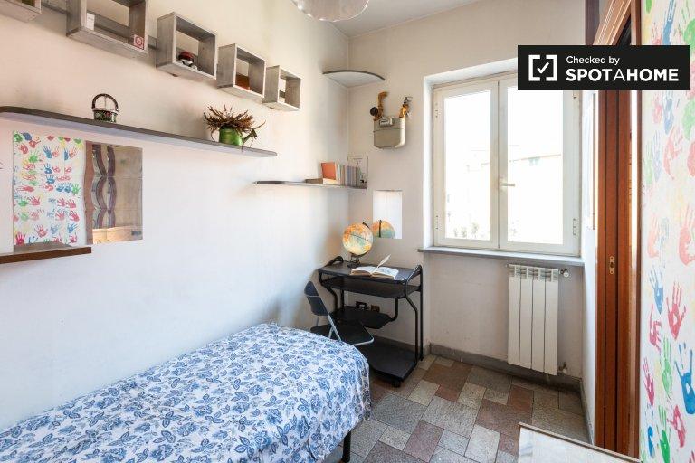 Chambre simple dans un appartement à Tiburtina, Rome