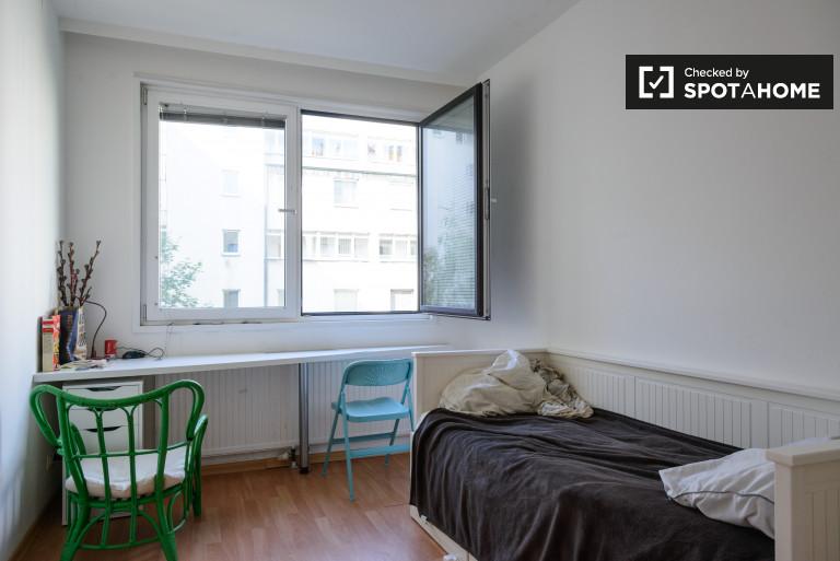 Welcoming room in 7-bedroom apartment in Landstrasse, Vienna