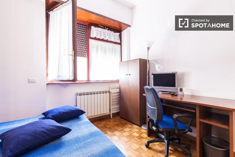 Prywatny pokój w 3-pokojowym apartamencie w Monte Sacro w Rzymie